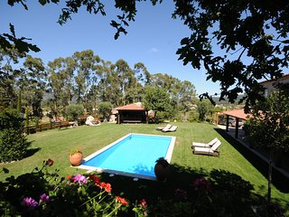 6 bedroom Villa with Pool, WiFi and Walk to Shops - 5718916