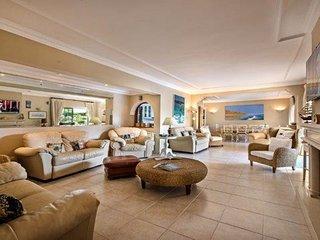 Vale do Lobo Villa Sleeps 8 with Pool Air Con and WiFi - 5718955