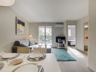 1 bedroom Apartment with Air Con and Walk to Beach & Shops - 5716616