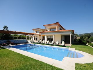 4 bedroom Villa with Pool, WiFi and Walk to Shops - 5718919