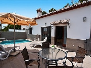 Nerja Villa Sleeps 4 with Pool and Air Con - 5717750