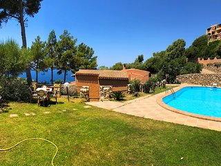LUXURY and PANORAMIC VILLA with MASSIVE POOL and large garden