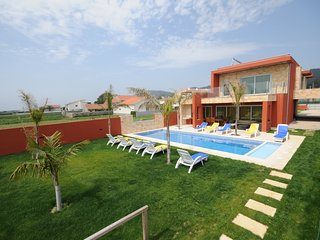 Marinhas Villa Sleeps 10 with Pool and WiFi - 5718928