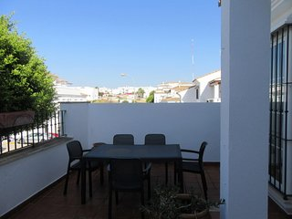 Lovely house with air conditioning and internet and access to communal pool