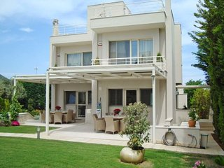 4 bedroom Villa with Air Con, WiFi and Walk to Beach & Shops - 5704429