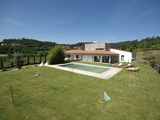 Ponte de Lima Villa Sleeps 12 with Pool and WiFi - 5718913