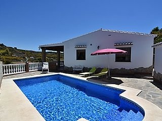 2 bedroom Villa with Pool and WiFi - 5717753
