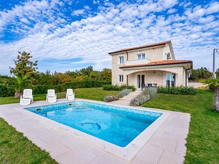 4 bedroom Villa in Hrahoric, Primorsko-Goranska Zupanija, Croatia - 5718027