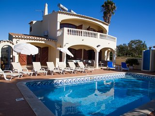 5 Bed Villa With Heated Pool 2km from Carvoeiro Centre & 1.4km From The Beach