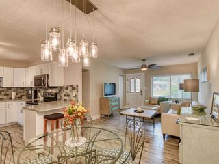 Perfect Family Home! Large Florida Dining, Backyard Deck, Bike to Beach and down