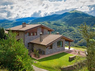 Deluxe room named Curiosa with views to the Pyrenees