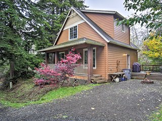 NEW! Cottage w/Jacuzzi-10 Blocks to Rockaway Beach