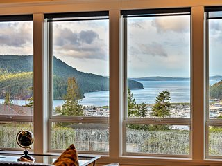 NEW! Luxe Anacortes Home w/Hot Tub, Decks & Views!