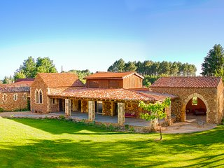 The Dezie Manor and Gardens: Orangerie with Heated Pool near Sarlat la Caneda