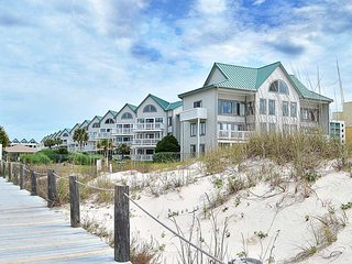 NEW LISTING! Couples Retreat! Beachfront condo w/pool, hot tub, gym & beach
