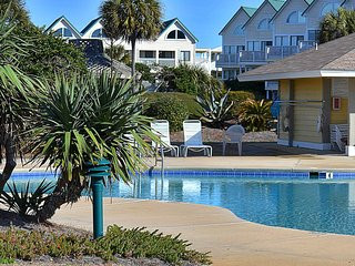 NEW! Family friendly waterfront condo w/shared pools, hot tub & beach access