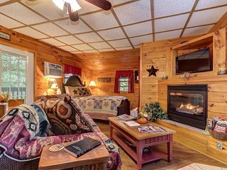 NEW LISTING! Upper level duplex studio w/deck, fireplace & shared game room