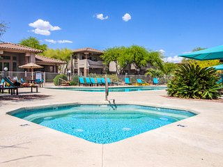 Dog-friendly Oro Valley condo with shared pool, hot tub, grill, & fitness room.