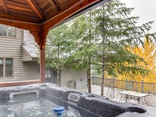 Ski all day, row on the lake, then relax by the fire or in the private hot tub!
