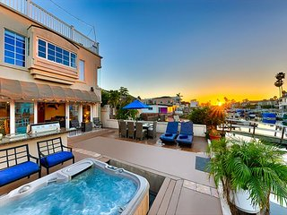 25% OFF OPEN JAN - Stunning Family Home on the Bay W/ Private Jacuzzi!
