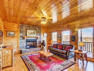Mountainview cabin in private community w/ hot tub, game room, pool, playground