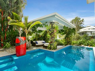 Tranquil Waters: Luxury Retreat in Oceans Edge