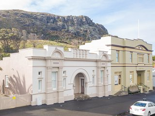 Aston on Church is a fine Heritage Listed villa located in the heart of Stanley.