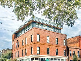 Stay Local in Savannah: Private Entire Floor for 18 Guests, 4 Adjacent Suites
