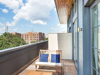 Stay Local in Savannah: Entire Floor, 4 Lofts with Connecting Balconies