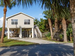 SURF PERCH - Cozy Elevated Beach House 600ft. from beach, .5 mi. to Pier, FREE F