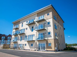 South Wales Holiday Apartment in Llanelli with sea views, 2 bed / sleeps 4