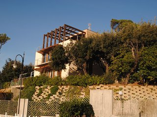 Villa L'angolino - VILLA ANGOLINO - Two bedroomed apt 1°st  floor- on the sea