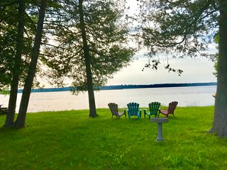 Relaxing Private Waterfront on Pigeon Lake