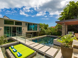6bd/5.5ba Luxury, Modern Tropical Getaway w/ Private Pool. Villa Luana