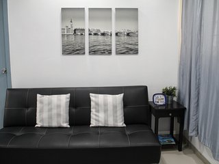 2 BRs, 11 minutes to Greenbelt, Makati, Metro Manila. Fits Up to 4 pax