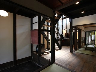 Great for BIG & small groups, 6 min. walk to GION x Historic house x FREE WIFI