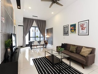 Cozy 2BR Home With Shops Downstairs And Nearby KLCC
