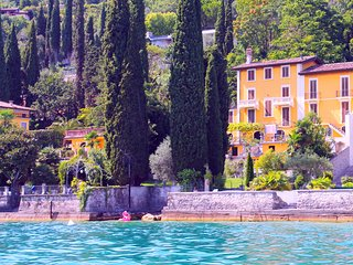 Villa Angela: The Lake is Our Pool ♡ Lakeside / Romantic / Family Friendly