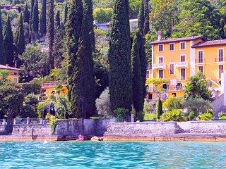 Villa Angela: The Lake is Our Pool ♡ Lakeside / Romantic / Family Friendly