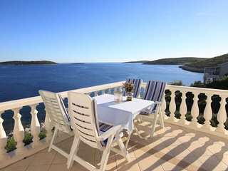 Milna Apartment Sleeps 4 with Air Con and WiFi - 5469067
