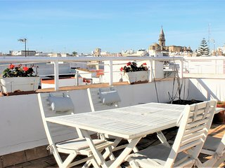 Casa Sol, Bright Large Terrace Apartment in City Center