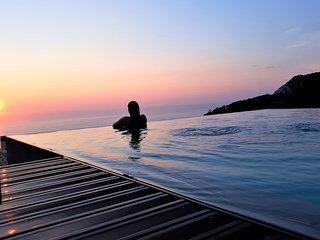 5% OFF: Luxury Villa with endless sea view,close to famous Porto Katsiki!