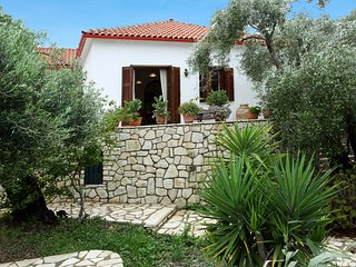 Villa Emmy Surrounded by its own colourful garden and wonderful swimming pool