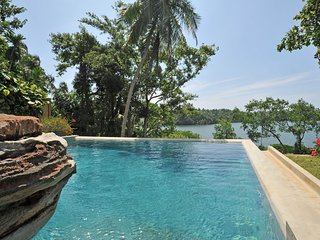 Crocodile rock villa - A stunning villa by the famous Koggala lake in Galle ,