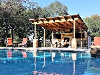 Whispering Oaks Estate / Pool / WiFi / Fire Pit / Weddings / Events