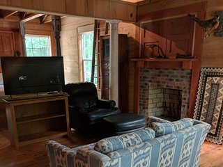 Rustic quarters, Furnished Shoert Term 400 sqft
