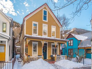 Newly Remodeled Gondola District Home-1/2 blk Lifts-Skiing-Private Hot Tub