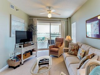 NEW LISTING! Condo near beach w/shared pool, fitness room, sauna, fishing