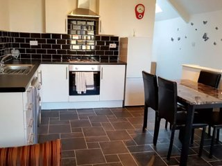 Beautiful couzy  double room close to the city center  cardiff 2