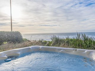 Amazing Luxury Oceanfront Home w/ hot tub, 1/2 block from Beach Access.